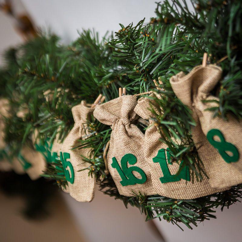 Calendario de Adviento bolsas de yute 11 x 14 cm: natural + números verde