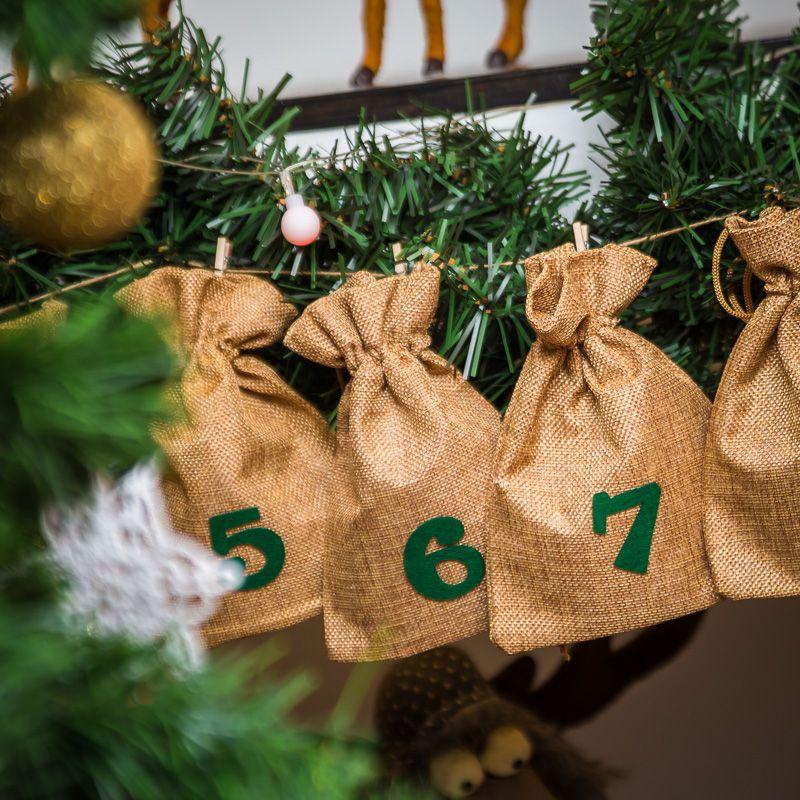 Calendario de Adviento bolsas de yute 13 x 18 cm: marrón claro + números verdes