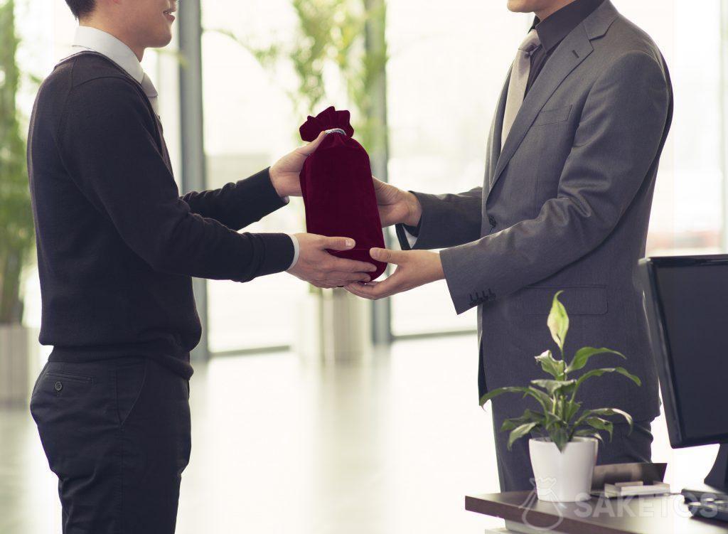 Bolsa de tela como envoltorio para regalos empresariales
