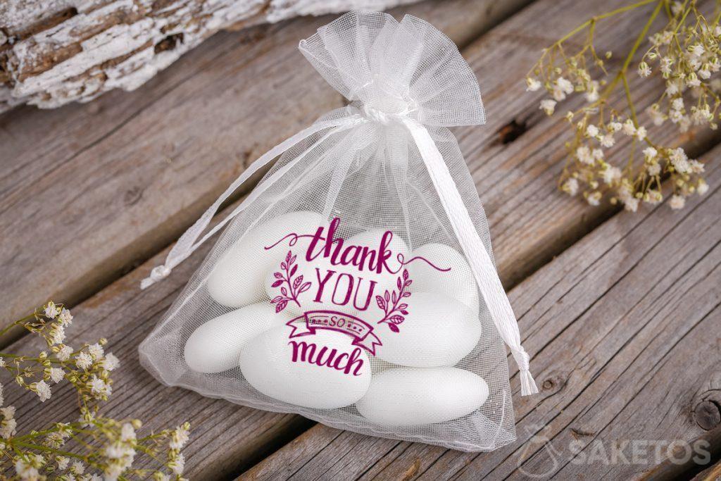 Gracias a los invitados a la boda - bolsa de organza con almendras