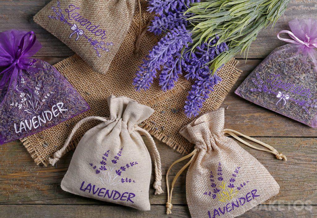 Bolsas de organza, yute y lino con estampados de lavanda y rellenos de flores secas