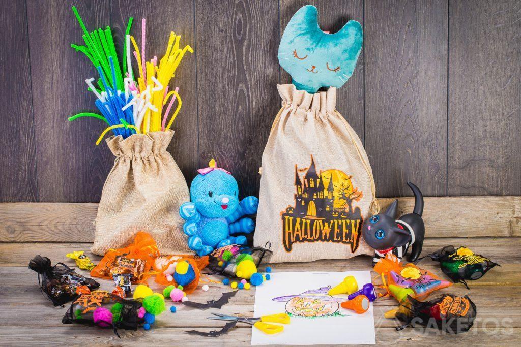 Gracias a las bolsas, puedes decorar fácilmente una habitación infantil para Halloween.