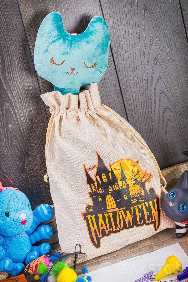 Las bolsas decorativas de Halloween se pueden usar como decoración original para una habitación infantil.