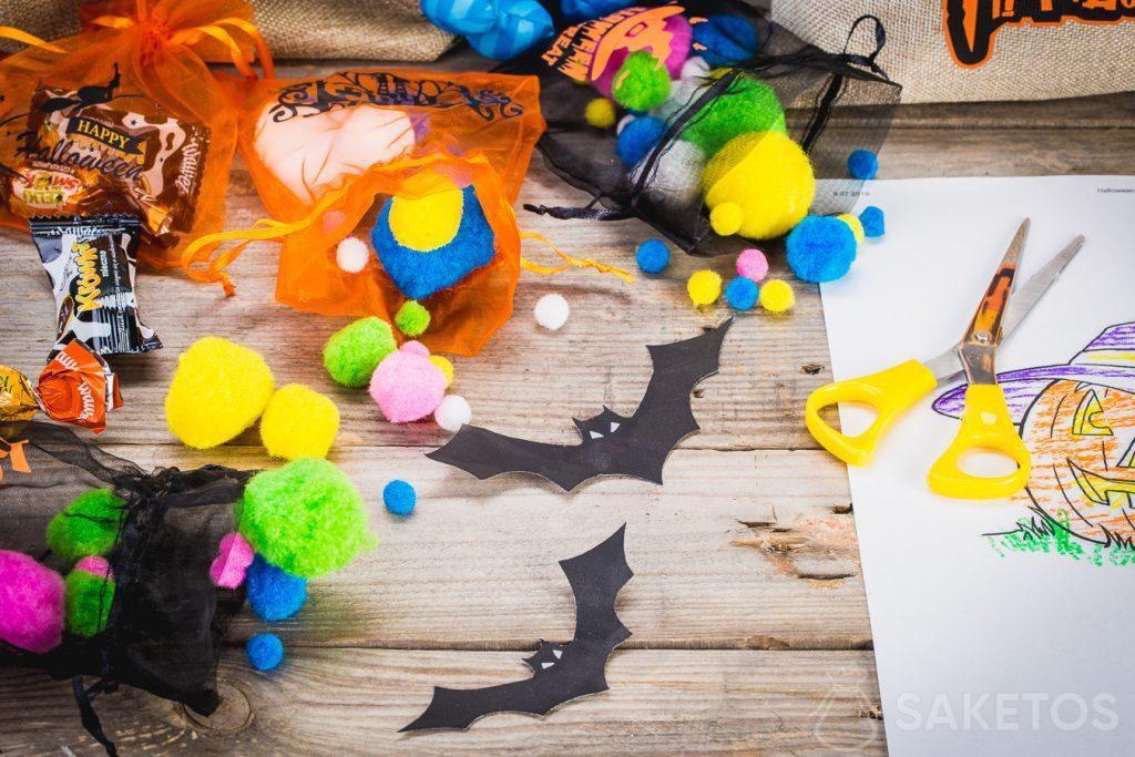 Las bolsas para Halloween no solo contienen dulces, sino también otras decoraciones.