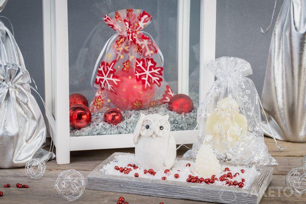 Las bolsas navideñas combinan perfectamente con las decoraciones
