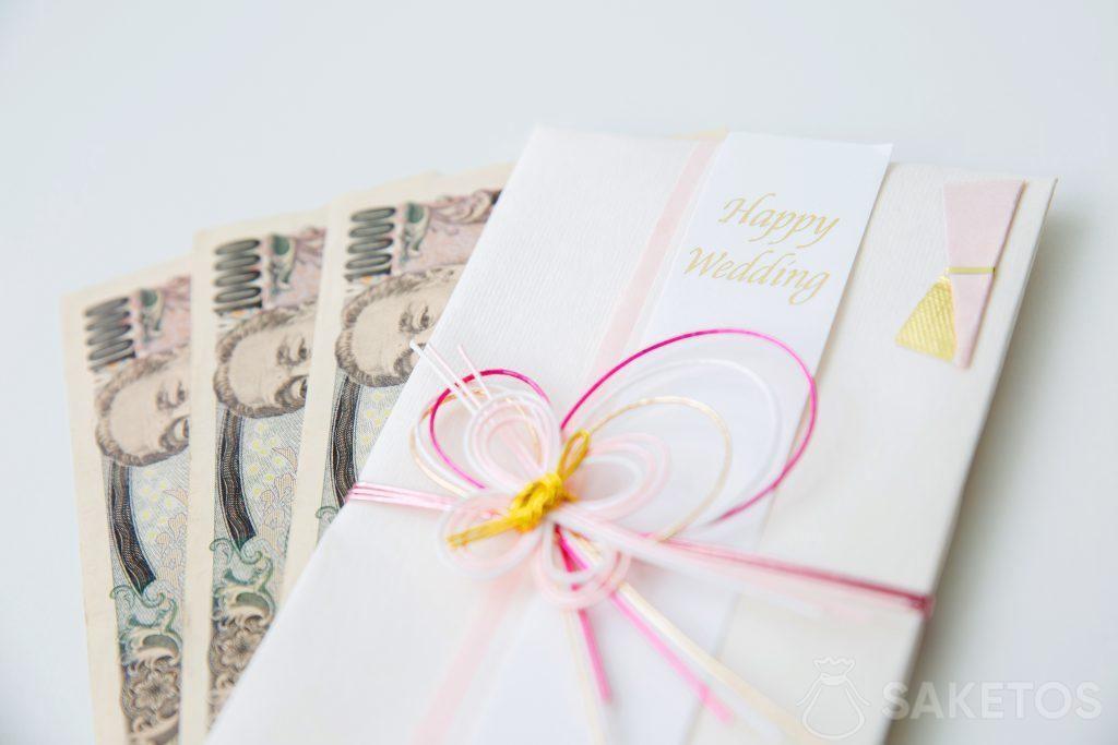 Dinero en la tarjeta de felicitación para boda