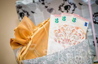 Lo importante es entregar el dinero elegantemente empaquetado
