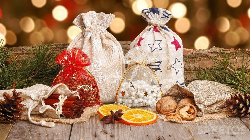 Bolsas navideñas hechas de material para regalos de Navidad y Papá Noel