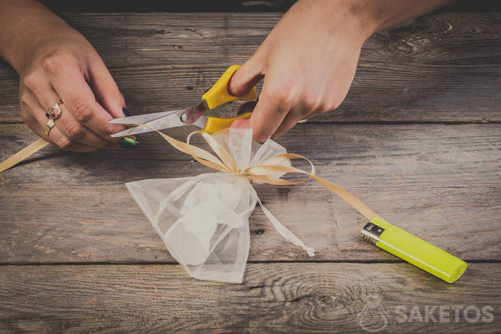 Cortando las puntas del lazo: paso 11
