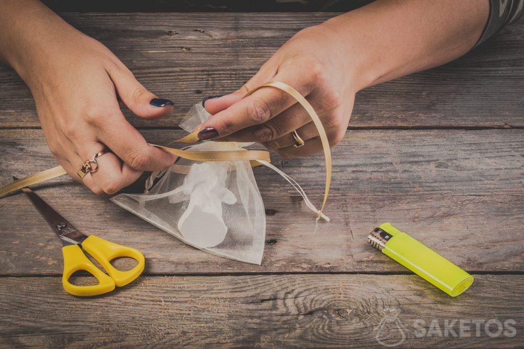 Cómo atar lazo de cinta: paso 3
