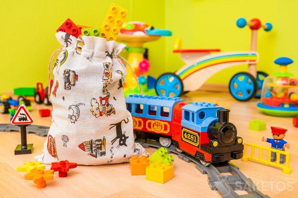 Las bolsas de tela son ideales para guardar juguetes y envolver regalos de niños