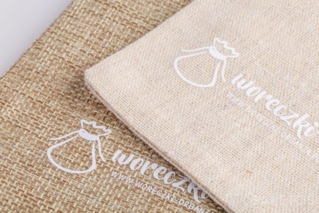Bolsas con el logo de la empresa