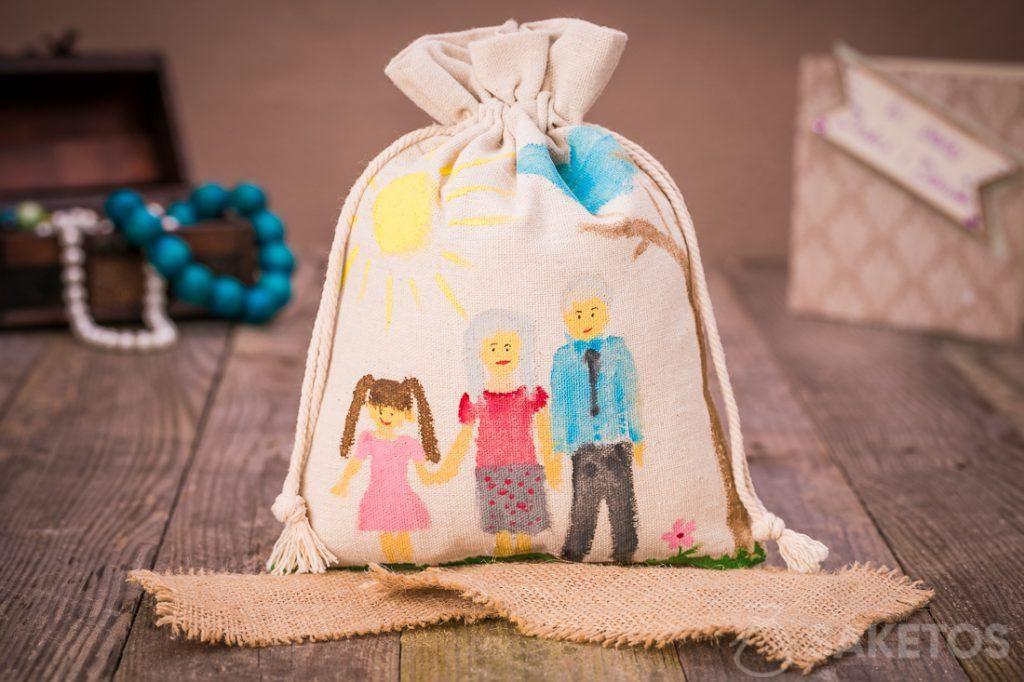 Bolsa de regalo de lino para seres queridos con una pintura hecha con pinturas acrílicas