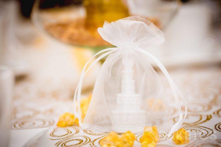 4. Elementos decorativos de mesa en bolsas de organza