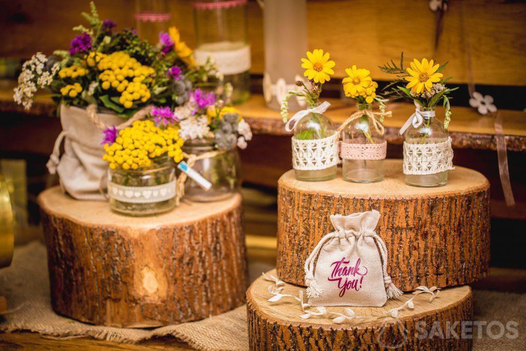 Bolsas de lino como decoración para macetas y embalaje para regalos para invitados a la boda