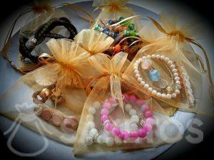 Las bolsas de organza protegen tus joyas durante los viajes