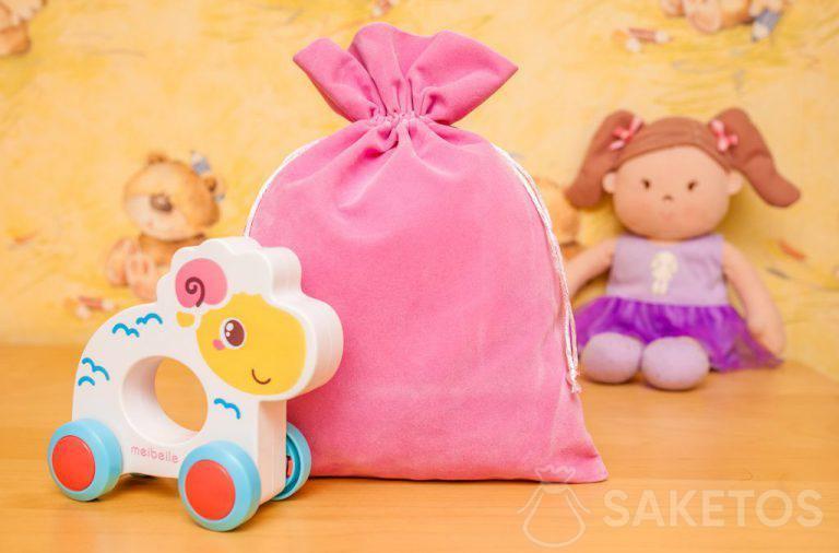 Bolsas de material de terciopelo son perfectas para el almacenamiento decorativo de juguetes